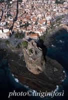 veduta aerea del castello e della città  - Aci castello (5764 clic)
