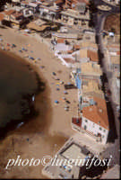 veduta aerea della spiaggia del commissario montalbano a punta secca: a dx la casa di montalbano  - Punta secca (8513 clic)