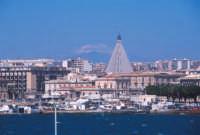 vista sul porto grande e l'etna sullo sfondo  - Siracusa (5180 clic)