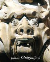 palazzo beneventano - mascherone  - Scicli (1518 clic)
