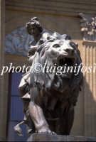 uno dei leoni in bronzo del teatro massimo  - Palermo (2425 clic)