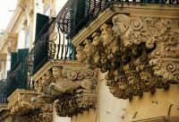 palazzo nicolaci villadorata - particolare dei balconi  - Noto (8563 clic)