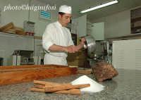 preparazione del cioccolato modicano nel laboratorio Bonajuto   - Modica (2830 clic)