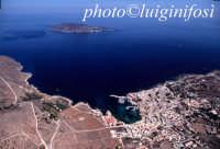 una veduta aerea dell'isola di favignana con sullo sfondo levanzo  - Favignana (3037 clic)
