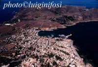 una veduta aerea del centro abitato dell'isola di favignana  - Favignana (2690 clic)