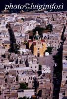 una veduta aerea del centro abitato dell'isola di favignana, al centro la chiesa matrice  - Favignana (3014 clic)