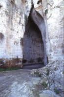 l'ingresso dell'orecchio di dionisio  - Siracusa (7660 clic)