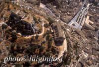 veduta aerea della chiesa di san matteo sul colle omonimo  - Scicli (3352 clic)