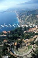 veduta aerea del teatro greco romano e della baia di giardini naxos   - Taormina (9210 clic)