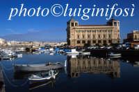 palazzo delle poste e porto piccolo  - Siracusa (3844 clic)