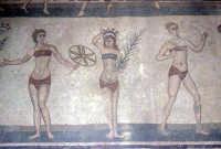 i mosaici della villa romana: scena delle ragazze in bikini  - Piazza armerina (6515 clic)