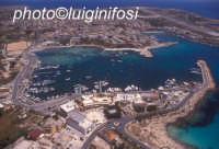 il porto di lampedusa e la città  - Lampedusa (11431 clic)