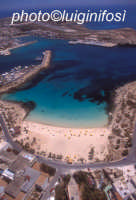 la spiaggia della guitgia e il porto di lampedusa  - Lampedusa (17330 clic)