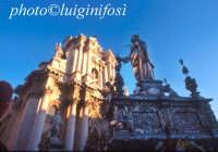 processione di Santa Lucia e il duomo  - Siracusa (2267 clic)