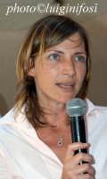 francesca planeta racconta i suoi vini a cheese art 2004  - Ragusa (5583 clic)