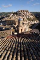 ragusa ibla, al centro il campanile della chiesa dell'Idria e le anime del purgatorio  RAGUSA Luigi