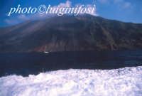 l'isola vista dall'aliscafo  - Stromboli (4262 clic)