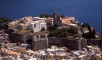 veduta aerea del castello di lipari  - Lipari (4215 clic)