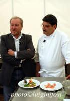 nino graziano ( mulinazzo) e alberto marcomino ( gusto di TG5) durante cheese art 2004  - Ragusa (5279 clic)