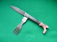 Coltello artigianale forgiato a mano a forma di stivale, con lama in damasco e forchettina  - San fratello (3836 clic)