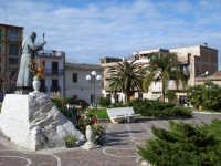 Statua di San Pio  - Acquedolci (5351 clic)