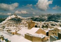 Panoramica invernale Panoramica invernale. In primo piano la parte sommitale del campanile della chiesa di Santa Caterina.    - Mistretta (6634 clic)