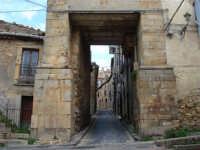 Porta Palermo. Nei secoli scorsi costituiva uno degli accessi alla città, essendo incastonata nel mu