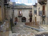 Centro storico Panni stesi ad asciugare in attesa del sole  - Mistretta (1708 clic)