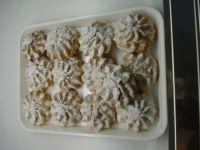 Ricciolini, dolci a base di pasta di mandorle. Pasticceria Del Corso.  - Mistretta (7807 clic)