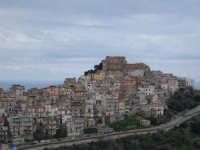 Scorcio panoramico lato est. In cima il castello.  - Caronia (6294 clic)