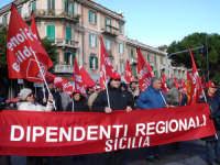 Manifestazione sindacale del 12 Dicembre 2008. (19). Via Cannizzaro.   - Messina (2477 clic)