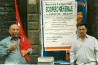 Manifestazione sindacale degli operai forestali del 4 maggio 2005. Foto 3 - Operai forestali di Mist