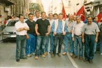 Manifestazione sindacale degli operai forestali del 4 maggio 2005. Foto 10 - Operai di Mistretta dur