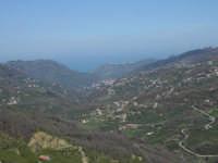 Vista della valle di Sant'Angelo di Brolo. Dalla zona di Raó.  - Sant'angelo di brolo (4521 clic)