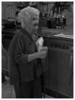 Donna Emilia al bar   - Agira (2230 clic)