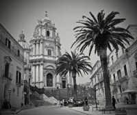 Piazza Centrale e Basilica di San Giorgio  - Ragusa (4644 clic)
