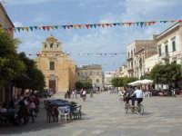 La piazza  - Favignana (4391 clic)