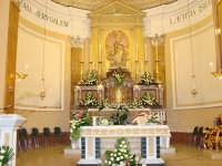 L'altare della chiesa di Dagala del Re (Fraz. di Santa Venerina - CT) Sullo sfondo si vede il simulacro di Maria S.S. Immacolata   - Dagala del re (7857 clic)