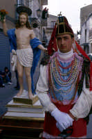 pasqua: gli angeli vincitori trasportano il Cristo risorto  - Prizzi (5225 clic)