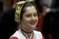 il rito pasquale ortodosso: sfilata delle donne in costume  - Piana degli albanesi (10827 clic)