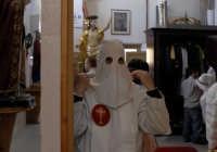 venerdì santo: la vestizione   - Leonforte (2589 clic)