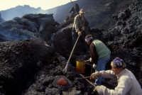 etna: si ricavano souvenir dalla colata  - Etna (5799 clic)