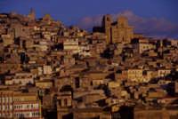 .panorama della città al tramonto  - Agira (3364 clic)