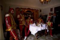 venerd' santo : prima della processione corposa colazione in famiglia con un buon vino locale  - San fratello (6197 clic)
