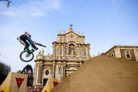 Red Bull bikers in P. Duomo  - Catania (2157 clic)