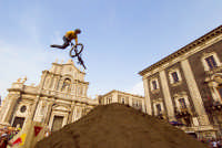Red Bull bikers in P. Duomo  - Catania (2124 clic)