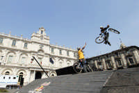 Red Bull bikers in P. Università  - Catania (2557 clic)