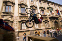 Red Bull bikers in via Etnea  - Catania (2503 clic)
