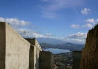 Agira. Il lago Pozzillo e il vulcano Etna innevato visti da Santa Maria  - Agira (2481 clic)