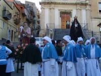 Maria Maddalena e San Tommaso sul sagrato della Chiesa di Maria SS Annunziata il giorno di Pascqua prima dell'incontro.  - Leonforte (4224 clic)